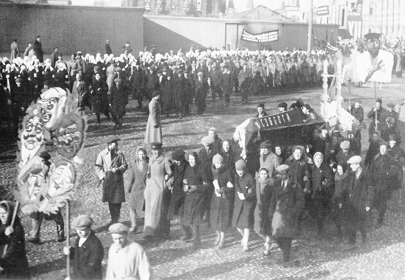 Утвержденные лозунги к демонстрации 7 ноября 1929 года