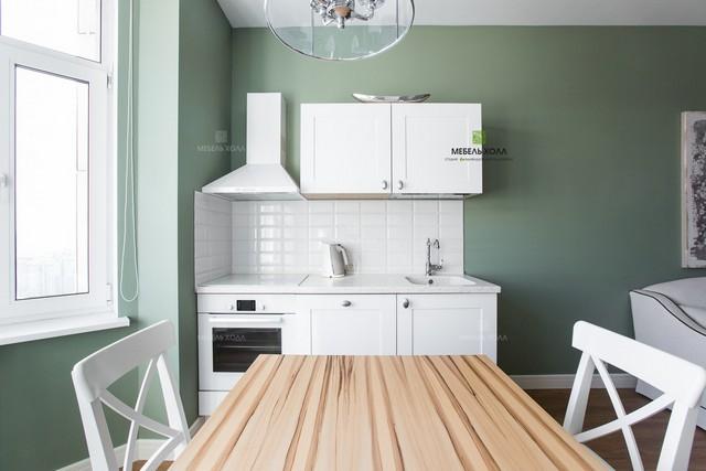 маленькая мини кухня в квартире студии
