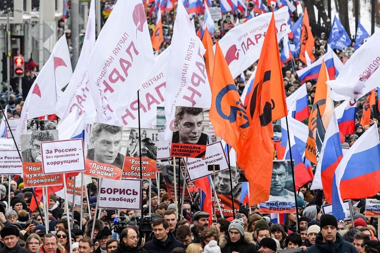 Танцы на костях: как прошли марши памяти Немцова в Москве и Питере Новости России и мира сегодня