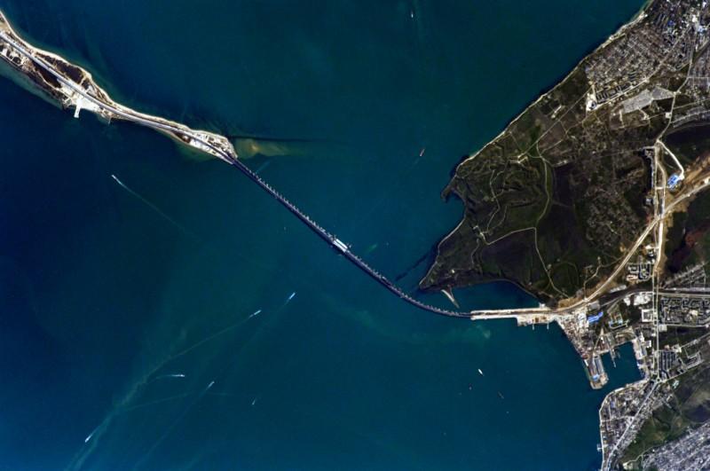Свежие фото Крымского моста из космоса