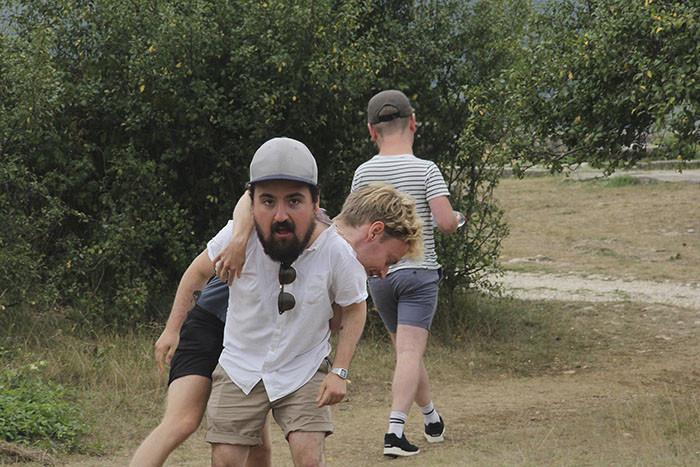 Что бывает, когда отвечать за отпускные фотографии назначают не того человека будьте как дети, головастики, забавно, отпуск, слишком богатая фантазия, смешно, творческий подход, фото