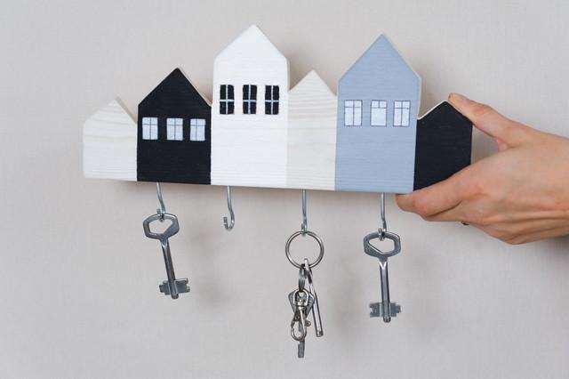 Как сделать ключницу для дома своими руками…