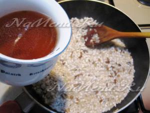 Вливаем воду в рис