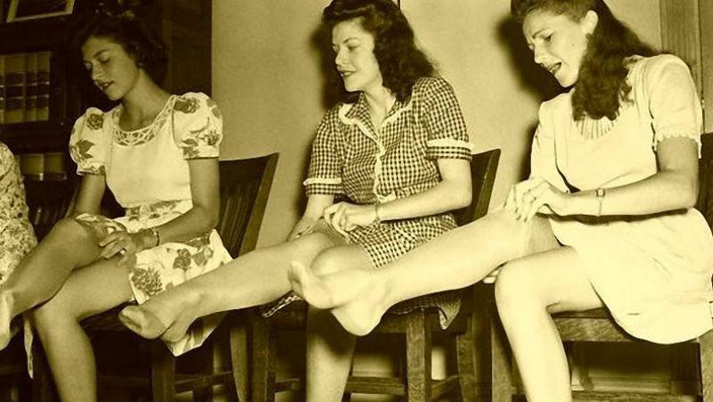 И в этот день женщины обрели счастье: 78 лет назад нейлоновые чулки поступили в продажу