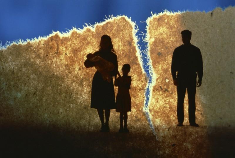 Развелся = бросил семью?
