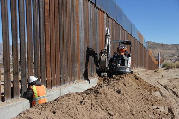 «Стена Трампа»: 376 мексикан…
