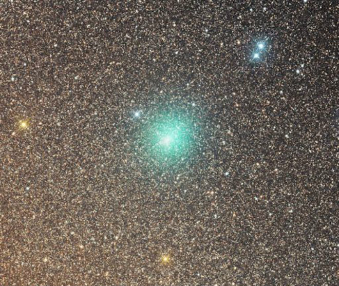 Зеленая комета приближается к Земле, потеряв свой хвост