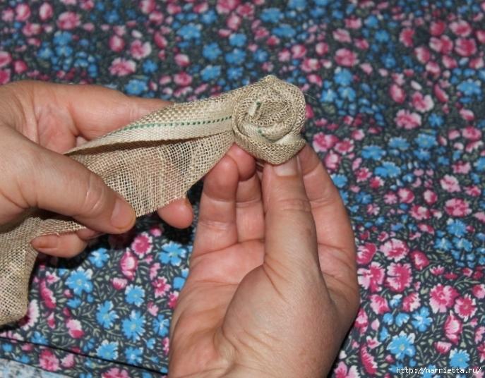 Розы из льна и мешковины. Видео и фото мастер-класс (13) (687x536, 287Kb)