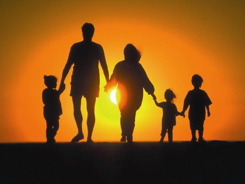 Отмена пенсий по стажу увеличит рождаемость до 3 детей на семью? Именно так