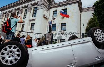 МИД РФ: российские дипломаты, задержанные в Киеве, освобождены и вернулись на родину