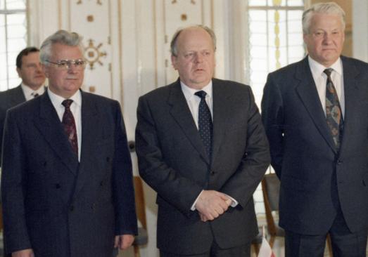 Сегодня распался СССР.Возможно ли тогда было сохранить СССР или распад был неизбежен?(опрос)