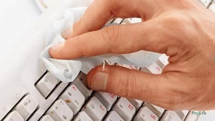 Чистим клавиатуру ноутбука