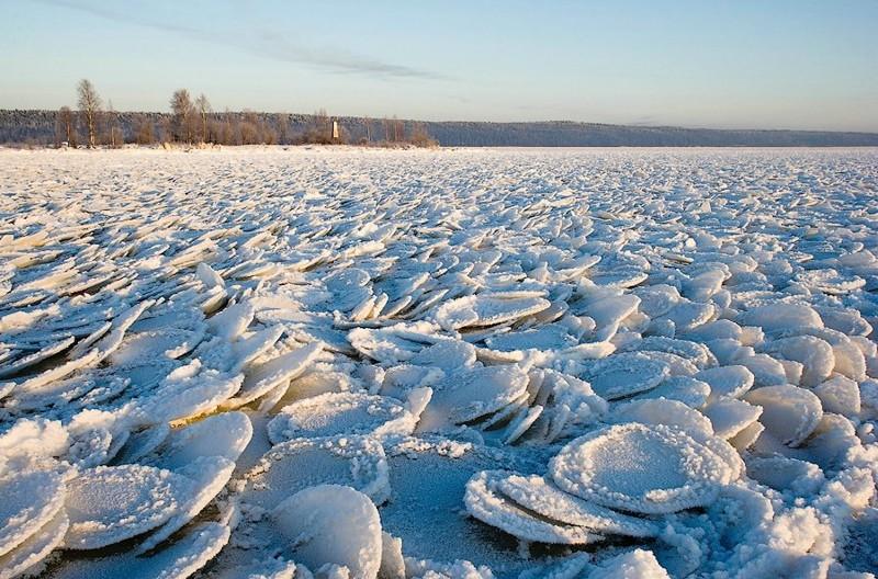 Блинчатый лёд на Онежском озере
