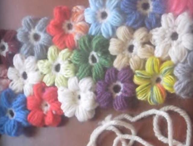Легкое рукоделие - цветочки из остатков пряжи