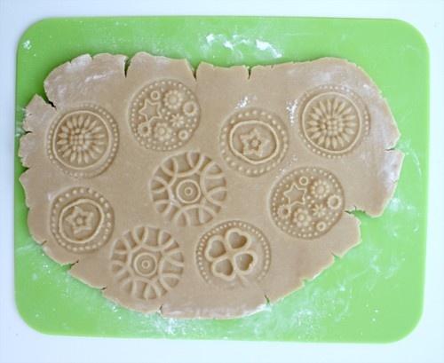 Как сделать самим штампики для печенья с разными надписями и картинками: