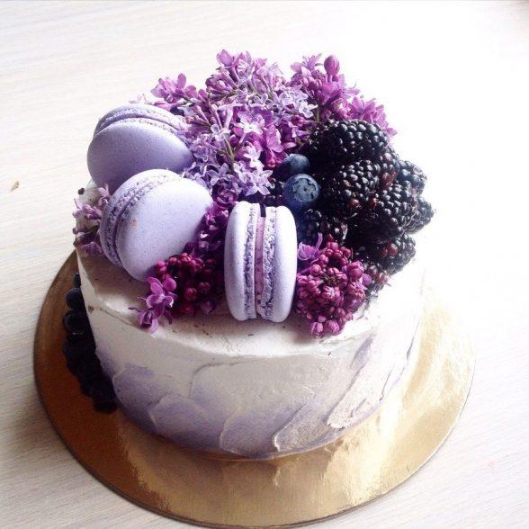 Она нарезала большой торт при помощи обычной миски. Теперь всегда делаю только так!