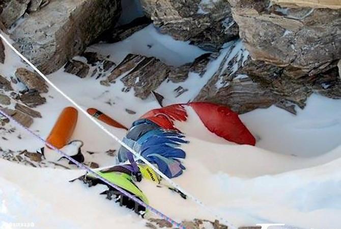 Гора смерти: 12 жутких кадров со склонов Эвереста (ФОТО)