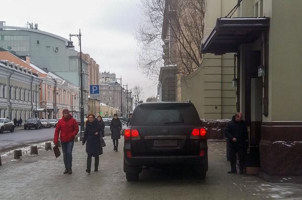 Барин из Ленкома опять на тротуаре
