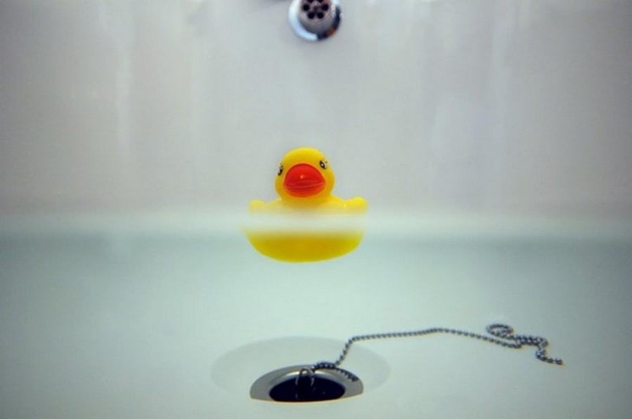 Почему врачи настоятельно рекомендуют отказаться от уточек для купания? А Вы посмотрите на эти фото...