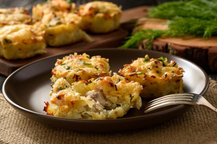 Картофельные маффины с курицей и сыром: просто и вкусно