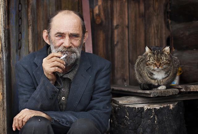 Трогательная история о двух стариках — человеке и коте, которые остались вдвоем