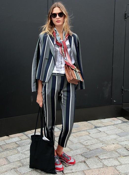 Полосатый тренд: стильные варианты модных полосатых брюк 2017