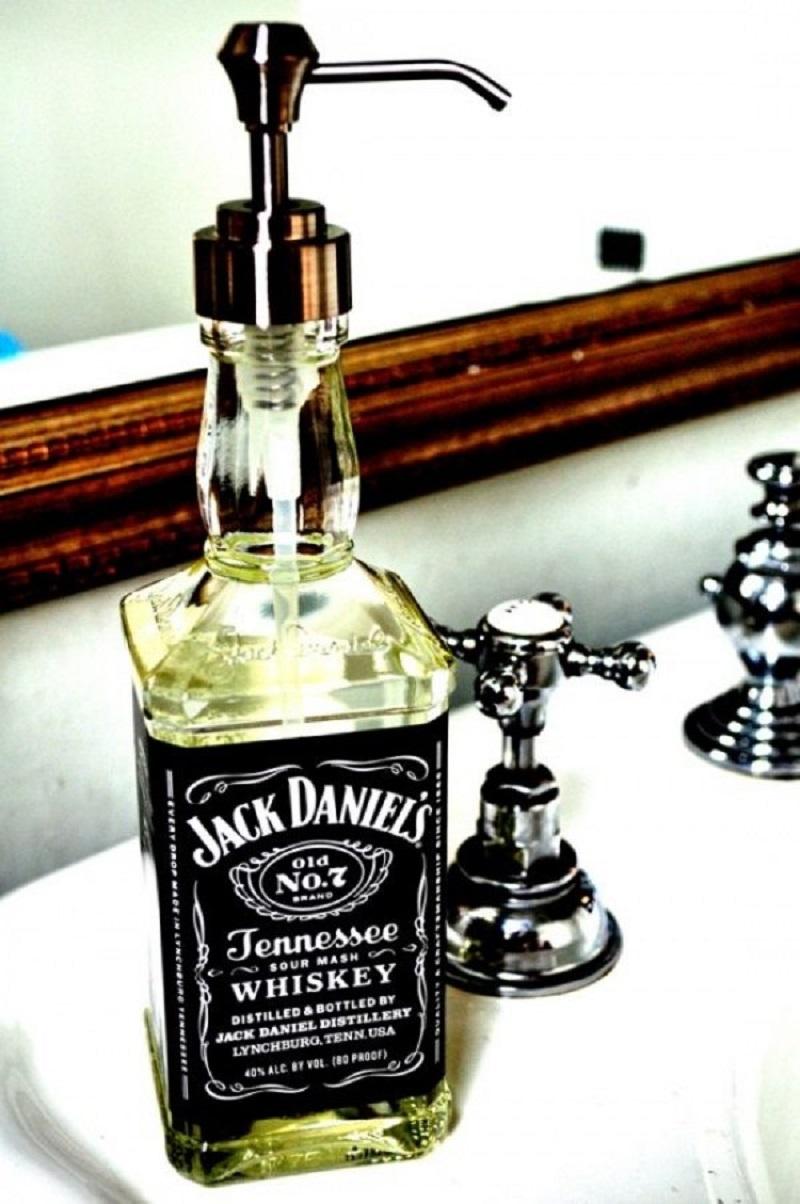 Все время соседка моет грязные бутылки… узнав причину у меня, пропал дар речи