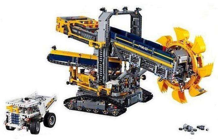 Набор «Шагающий экскаватор» от Lego Technic.