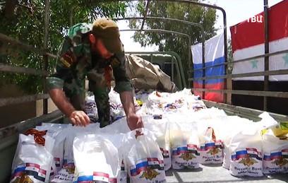 Российские военные раздали георгиевские ленточки в Сирии