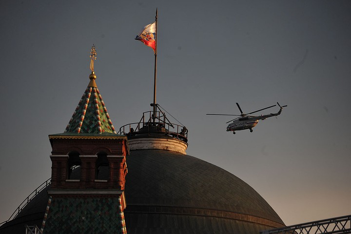 Для охраны Кремля депутаты узаконили бронетранспортеры, боевые вертолеты и катера