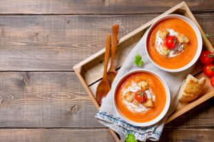 С уткой и щучьей икрой. 8 эффектных рецептов освежающих супов