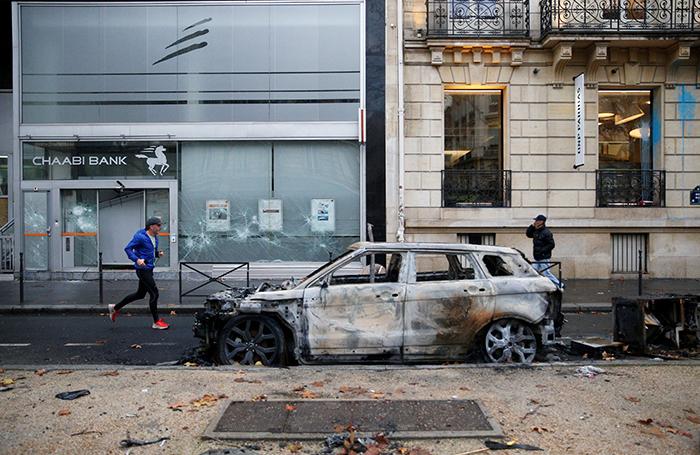 «Это похоже на начало гражданской войны». Во Франции не исключают введение режима ЧП