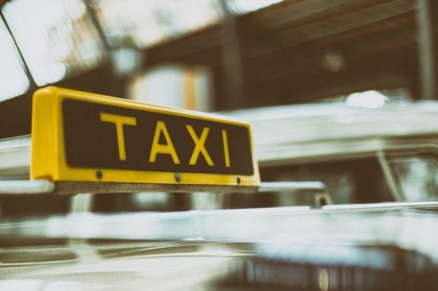 Собянин рассказал о налоговых льготах для операторов такси и каршеринга