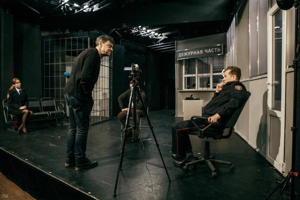 Новая постановка Михаила Бычкова - спектакль об абсурде нашей жизни