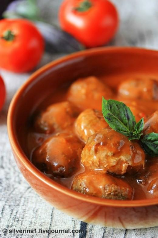Тефтели в пикантном томатном соусе
