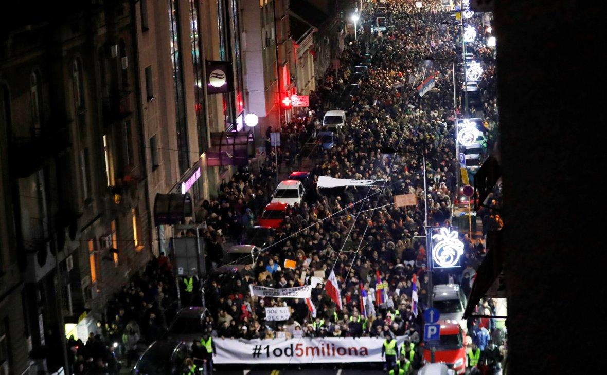 Новый протест против президента Сербии собрал более 10 тыс. человек
