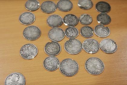 У китаянки в Шереметьево изъяли коллекцию монет царской России