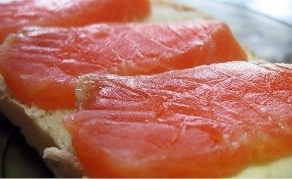 Необычный способ засолки красной рыбы — в морозилке!