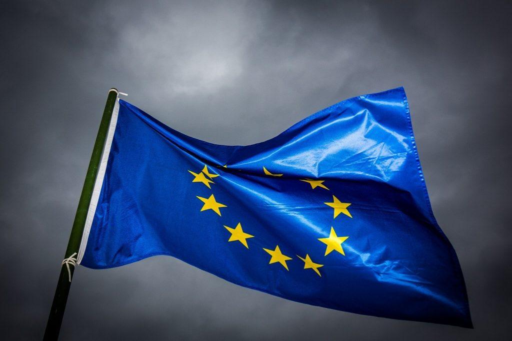Неуверенность в союзниках порождает страх и агрессию: ЕС готов воевать со Штатами