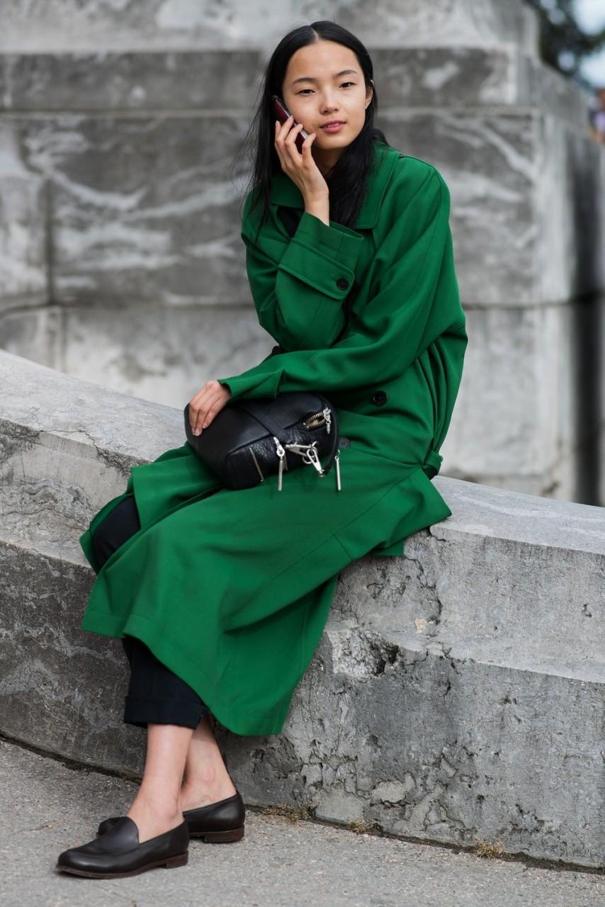 Темно-зеленый плащ с чем носить
