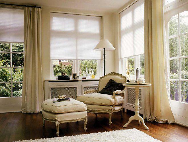 гостиная современная классика белая штора