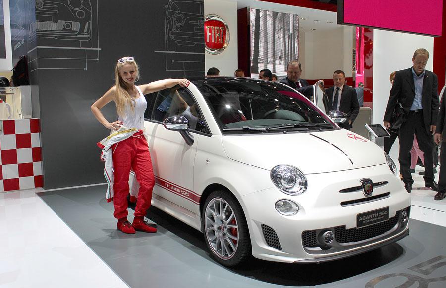 47 Девушки франкфуртского автосалона 2013