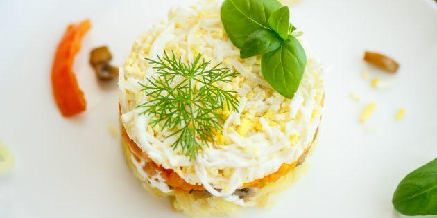 Салат с шампиньонами, ветчиной и сыром: простой рецепт