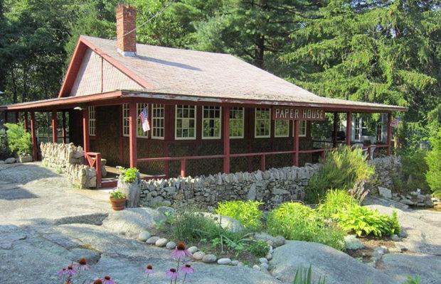 Дому, построенному из газет, уже более 90 лет