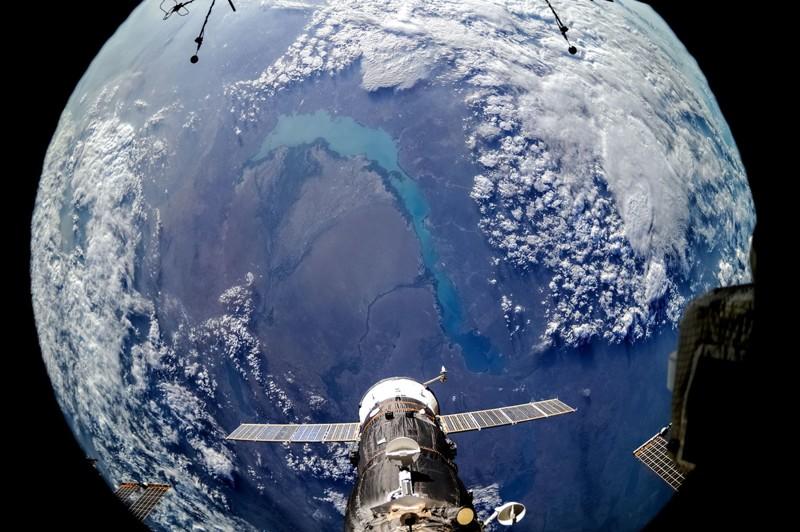 Земля в иллюминаторе: что выкладывают в Instagram российские космонавты