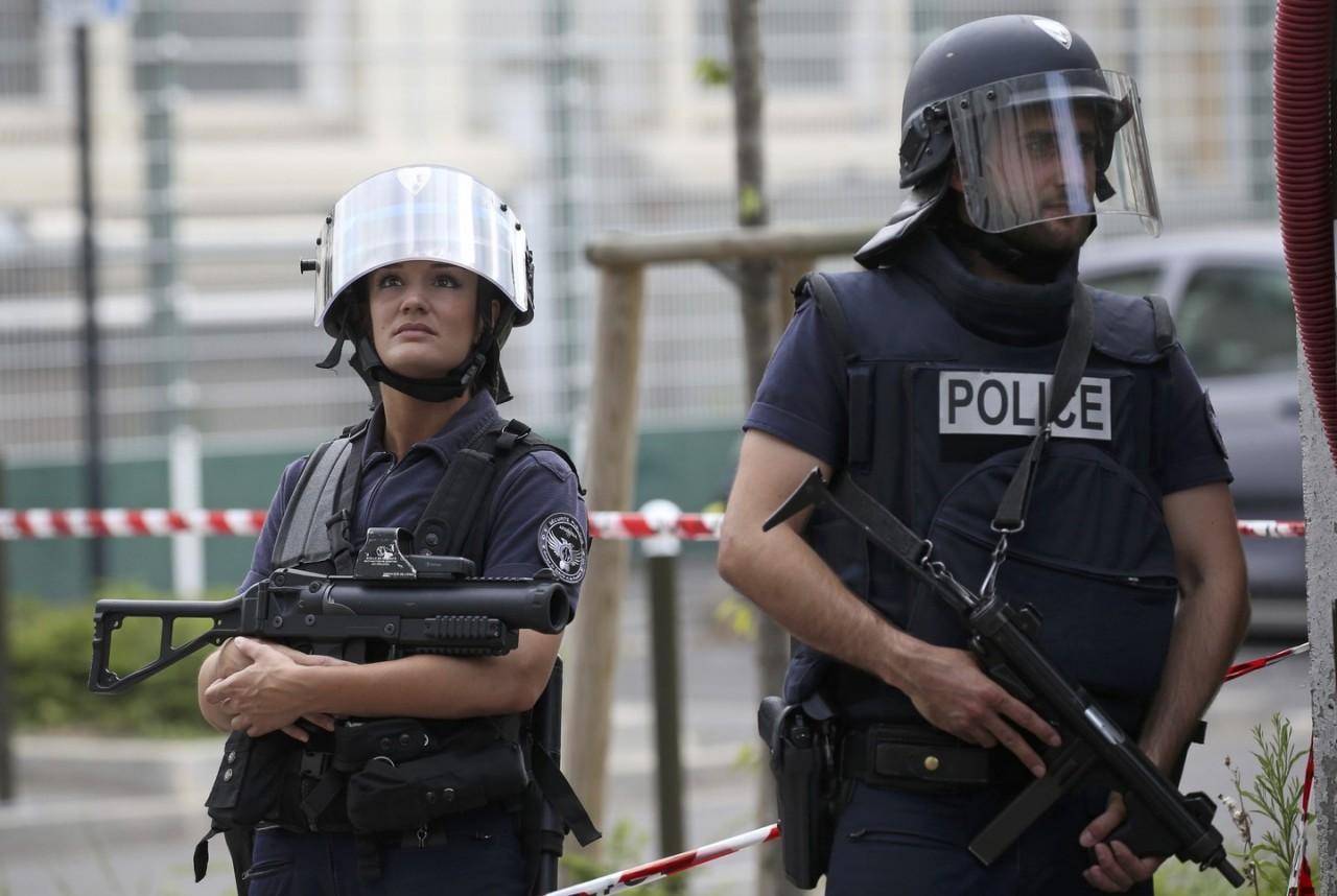 Полиция убила беженцев, взявших заложников в церкви