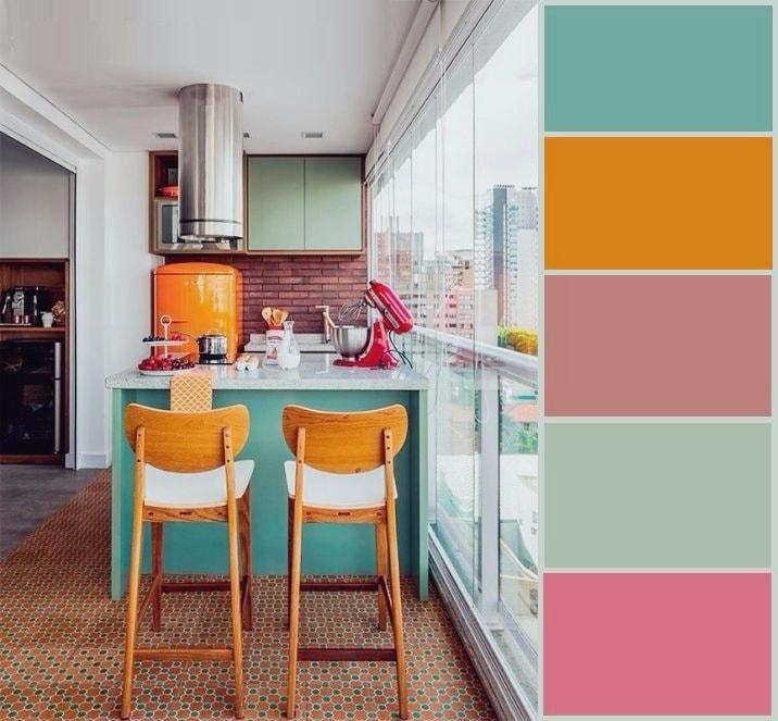Палитра, представленная в интерьере данной кухни, идеально гармонирует между собой, создавая необычайно красивый, индивидуальный стиль