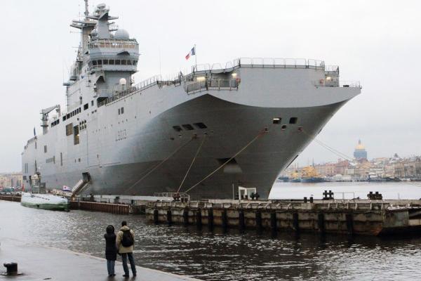 """Французские СМИ узнали о запрете российскому экипажу подниматься на борт """"Мистраля"""""""