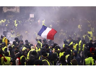 Эдуард Лимонов: Париж в черном дыму