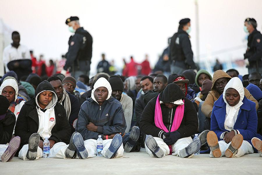 В Италии у людей забирают дома для размещения мигрантов